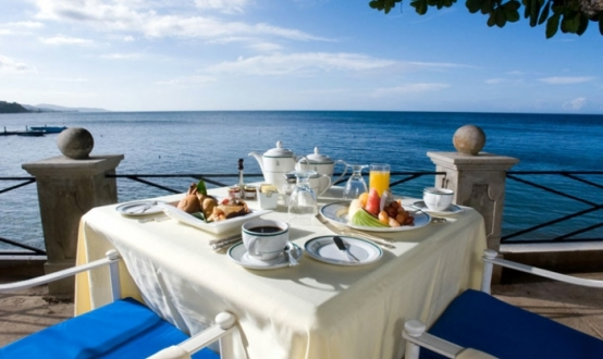 cropcm554x330_2577-Breakfast-on-Seaside-Terrace