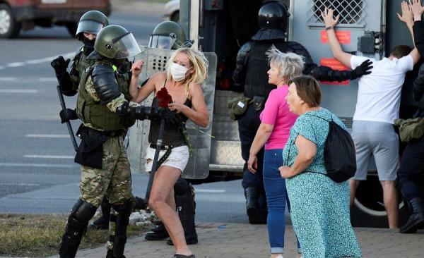 Жестокий белорусский ОМОН поддержали!