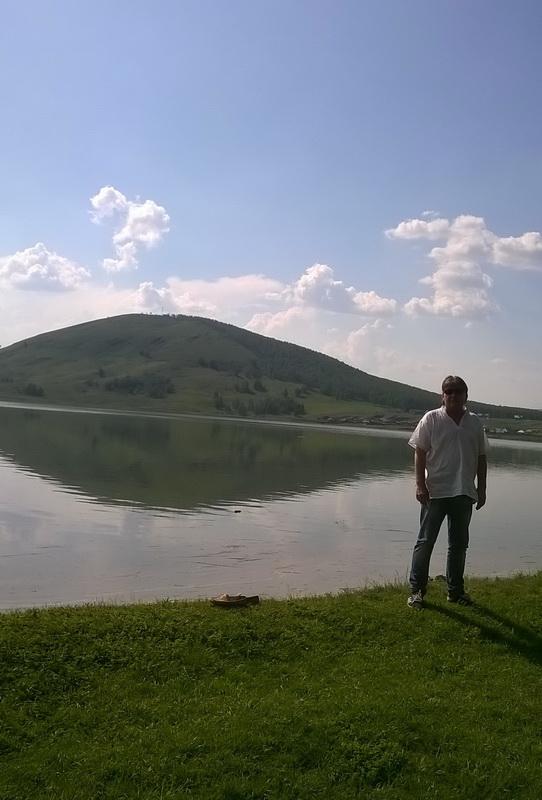 Вид на гору с берега озера (04.06.2015)