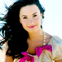demi-lovato-girls-life-08