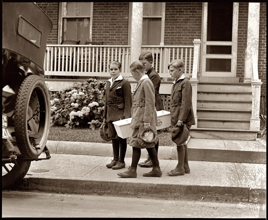 Dog Funeral, 1922