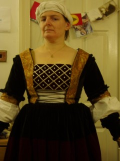 bustband pinned into doublet