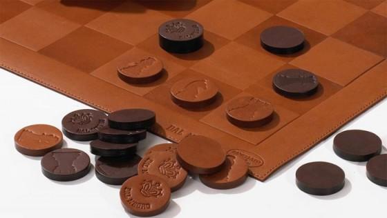 szachy-skórzane-2-560x316