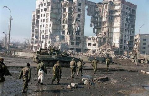 Донецк разрушен на  половину