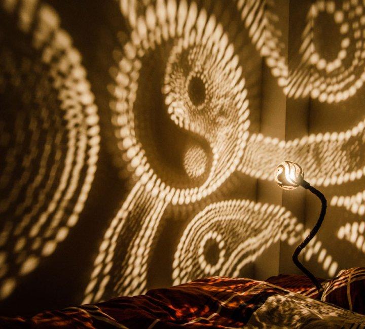 светильник из кокосов