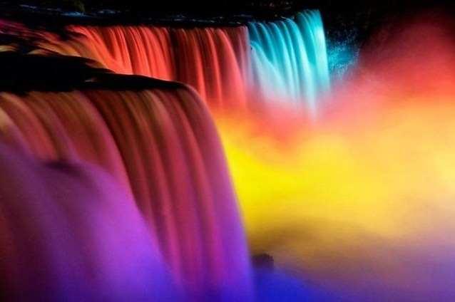 Ниагарский водопад с подсветкой