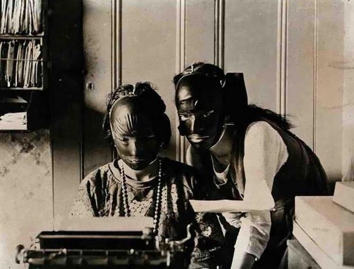 Резиновые маски для подтяжки лица