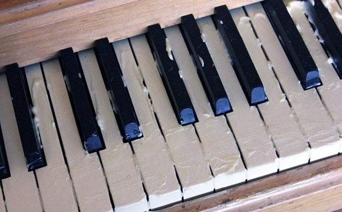 Возвращение первозданного блеска клавишам пианино