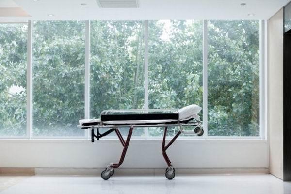 Самое долгое время, проведённое на медицинской каталке в коридоре больницы