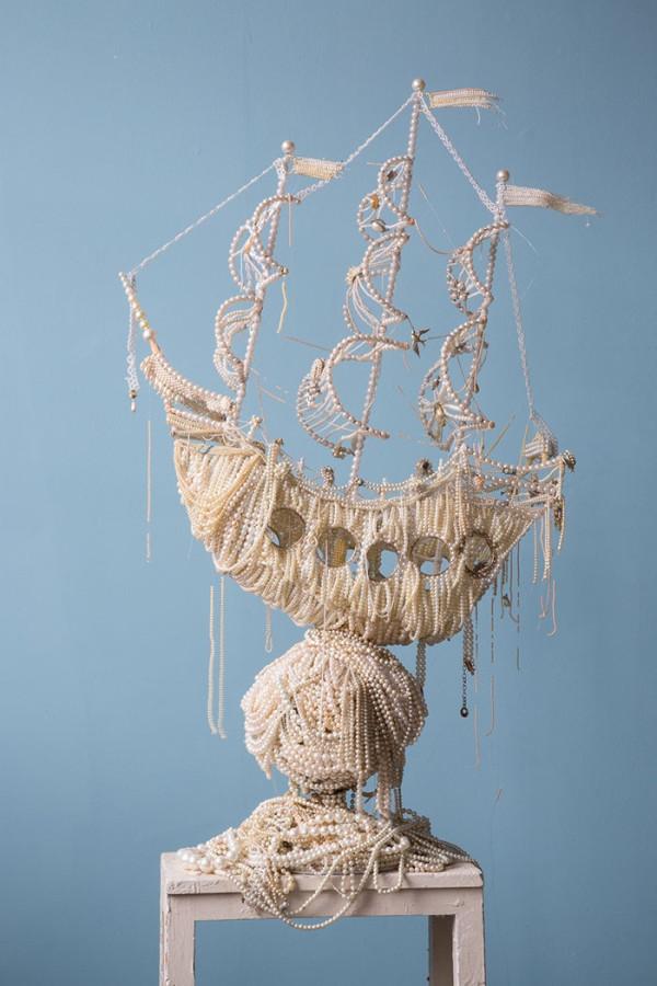 Необычная скульптура из жемчужин