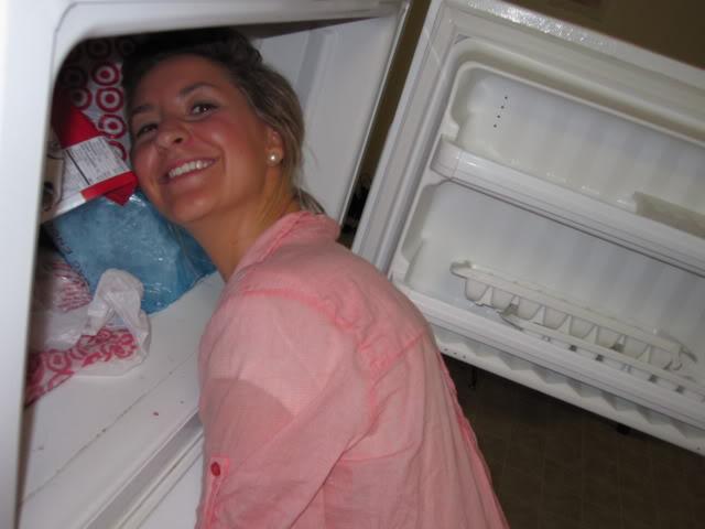 фото людей, которые засунули головы в холодильник2