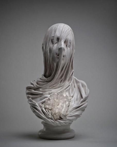 Прикрытое вуалью лицо, вырезанное из мрамора Ливио Скарпеллой