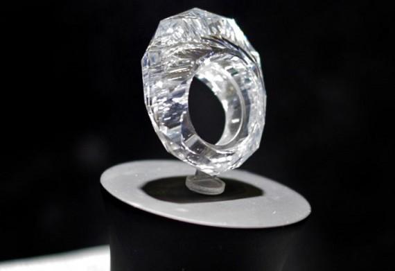 Кольцо из алмаза