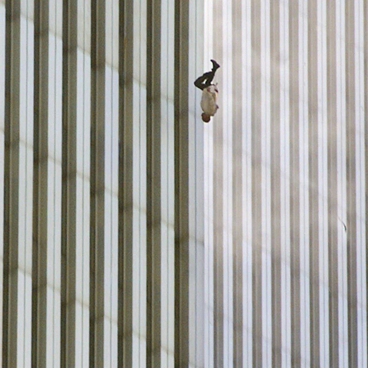 человек выпал с 50 этажа всемирного торгового центра 9 11