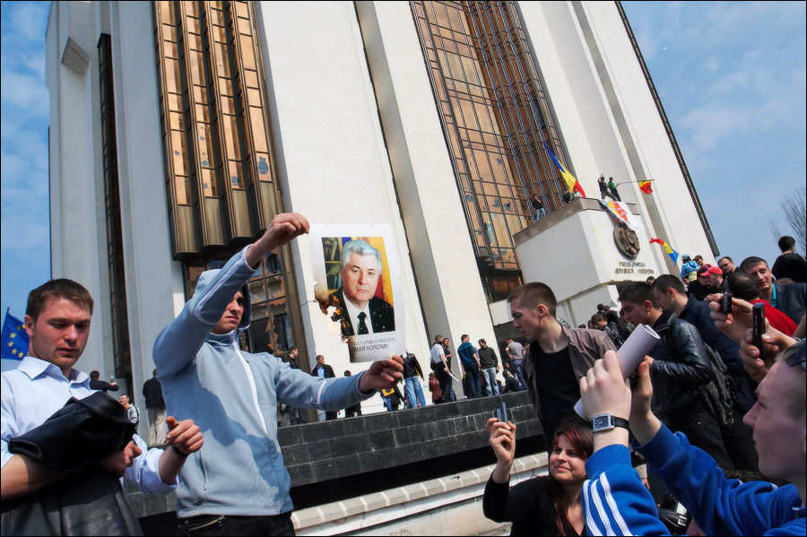 10 лет спустя, или Что стало с героями «апрельской революции» в Молдове: Филат надолго сел в тюрьму, Морарь - гламурная ТВ-ведущая, Решетников за Конституцию отвечает, а Воронин стал посмешищем