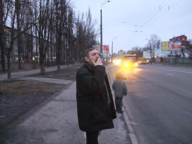 Бугров! Бросай курить! Доставай 2 гривны! Автобус подходит!