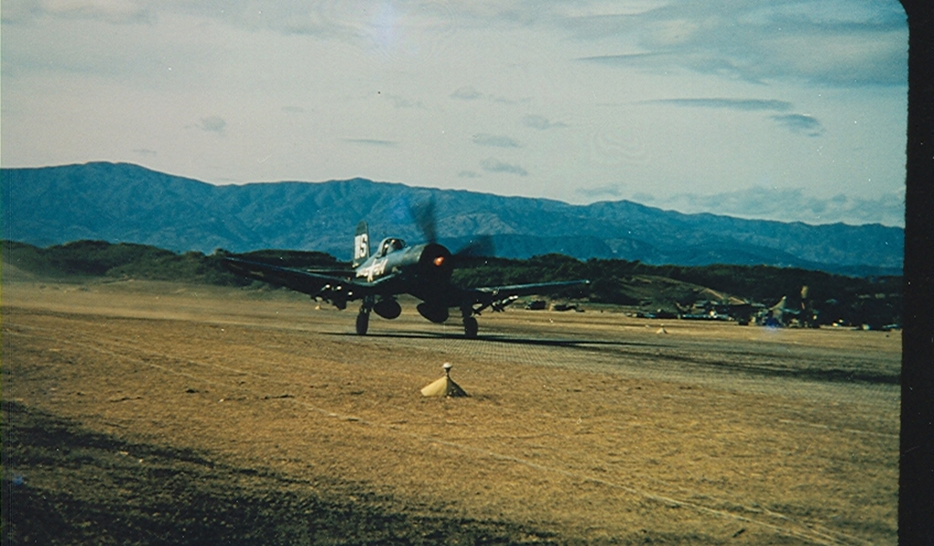 F4U-4BCorsairaircraftofVMF-323revvinguponfieldK-1inKorea