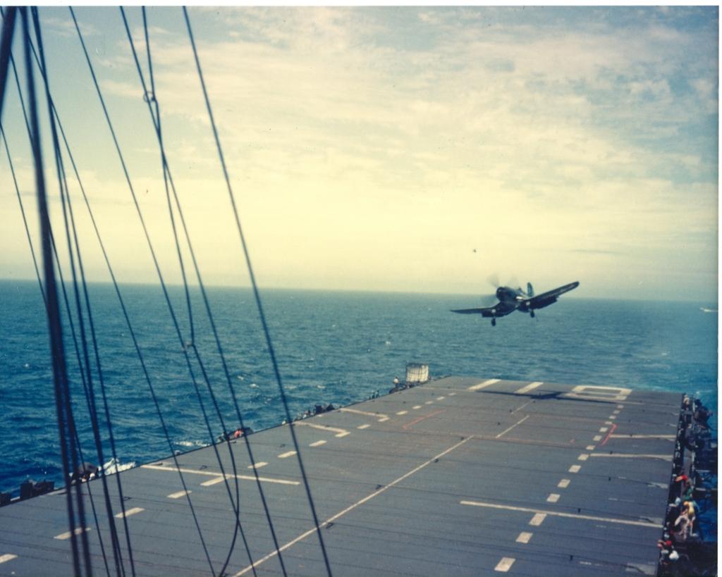 F4U-4CorsairaircraftofVMF-323cominginonrecoveryontheUSSSicilyCVE-118inKoreanwaters