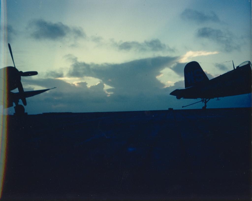 F4U-4CorsairaircraftofVMF-323ontheUSSSicilyCVE-118inKoreanwaters