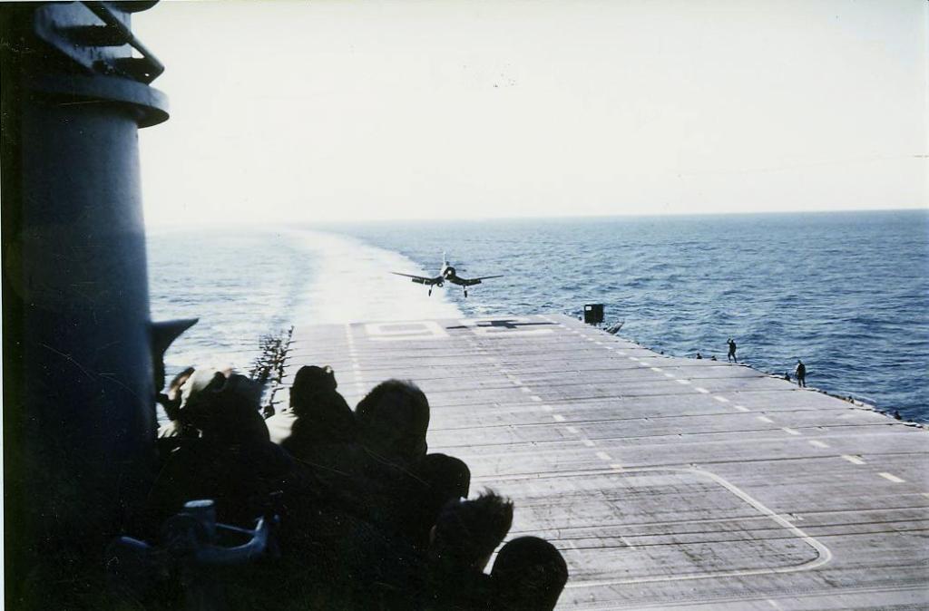 F4U-4CorsairofFighterSquadronVF713onfinalapproachforrecoveryonboardthecarrierAntietam