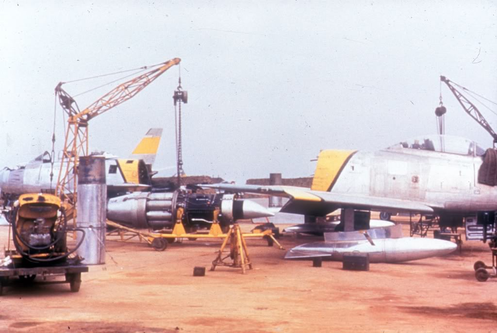 F-86E-Kimpo-engine-change-Korea