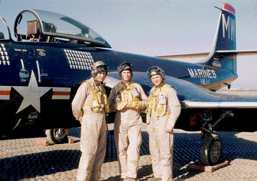 McDonnellF2H-2PBansheePilotsofVMJ-1Korea1953