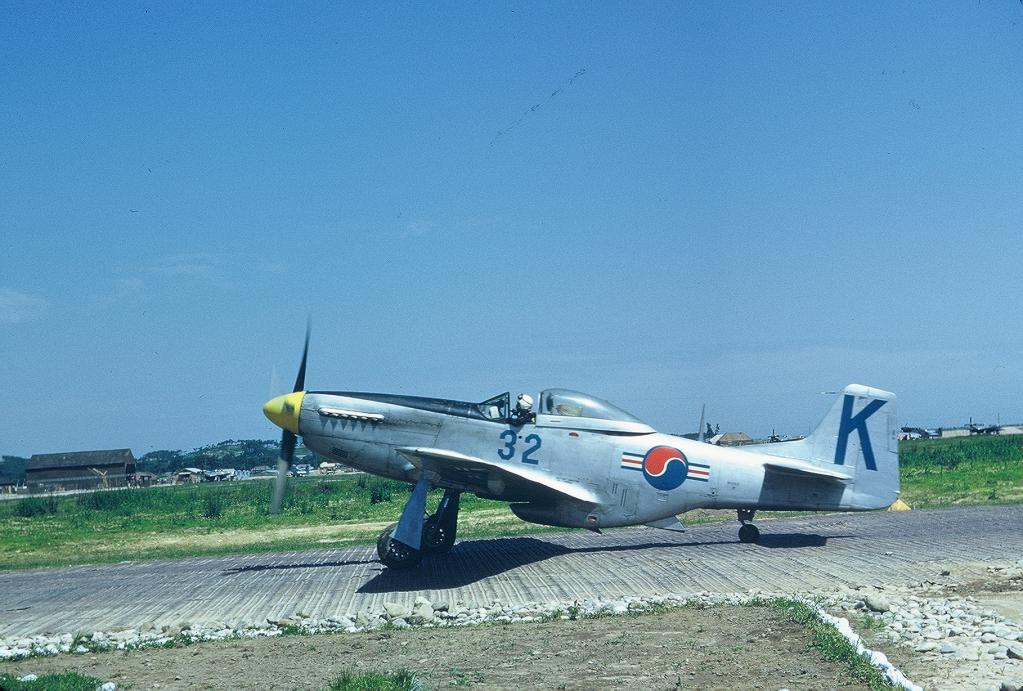 P51-D-ROKAFF-5132Taxingout_zps9f199fd8