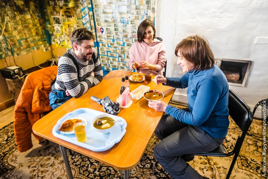 Уникальное явление на русских зимниках - пикеты, где можно согреться и поесть