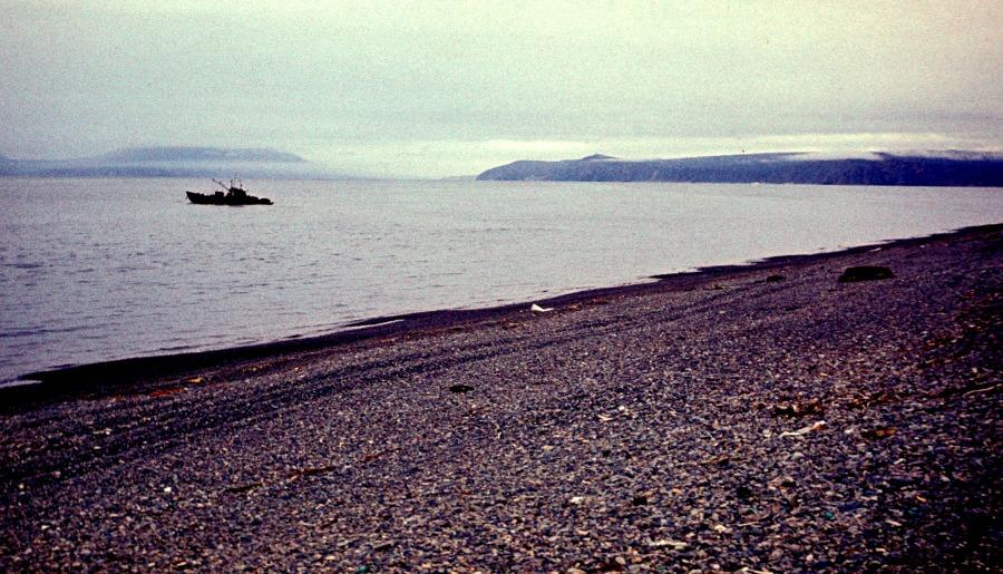 Вид с плоского берега на Нагаескую бухту