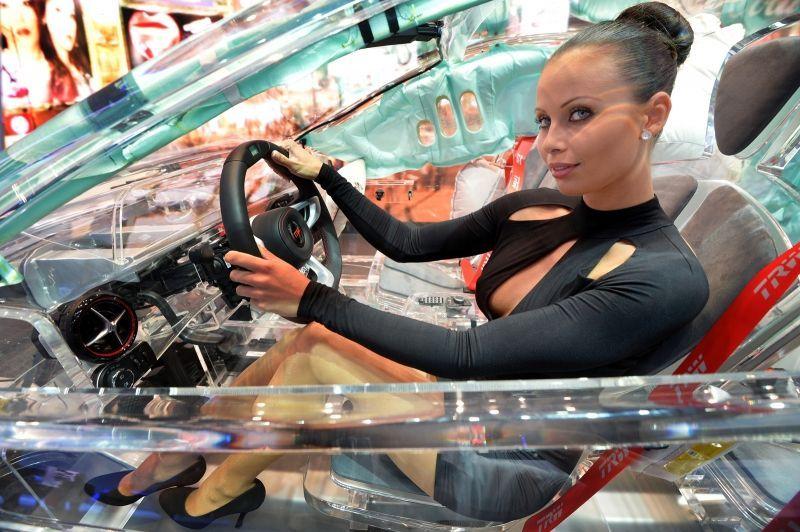 прозрачный автомобиль2