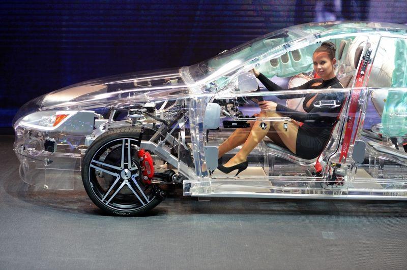 прозрачный автомобиль3