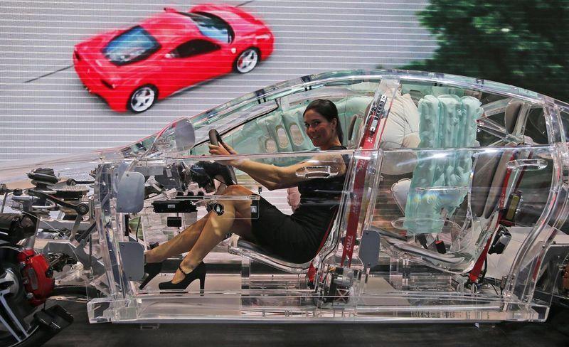 прозрачный автомобиль5
