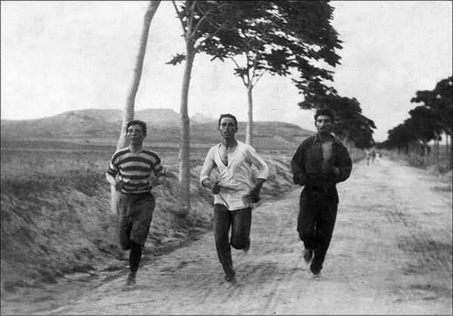 Бегуны-марафонцы-на-первых-современных-Олимпийских-играх-Афины-Греция-1896-год