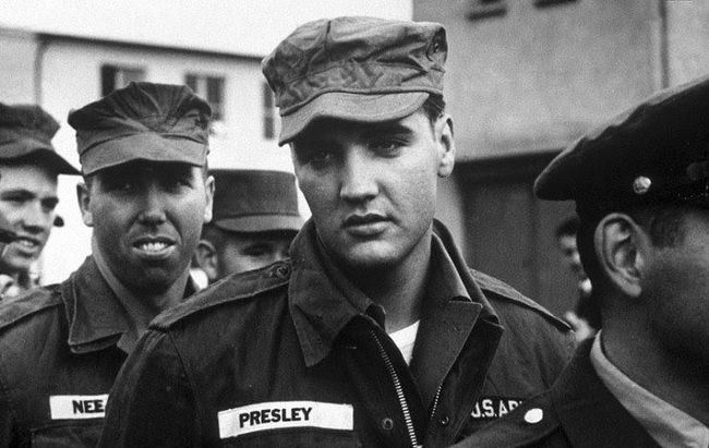 Элвис-Пресли-во-время-его-службы-в-армии-США-1958-год