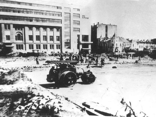 Buildings_Dzerzhinsky_Square_in_Kharkov