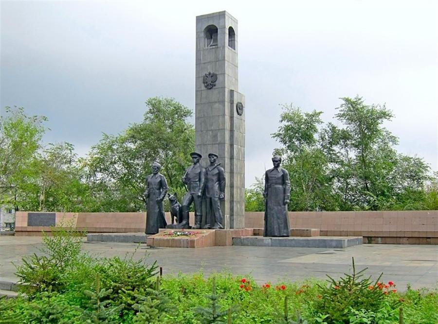 Памятник пограничникам в курске фото гранитные памятники москвы саранске