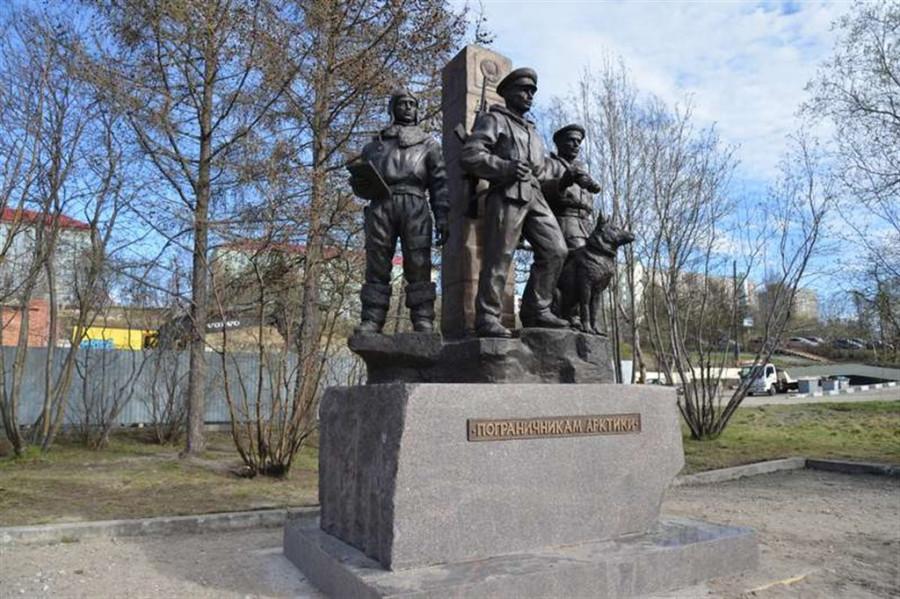 Подбор памятников Бердск Памятник с крестом на просвет Болхов