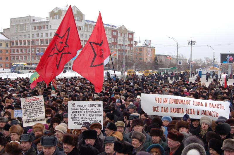 """В толпе были видны флаги """"Левого фронта"""""""