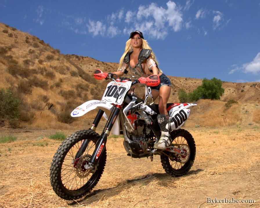 мотоцикл и девушка