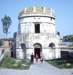 300px-RavennaMausoleum