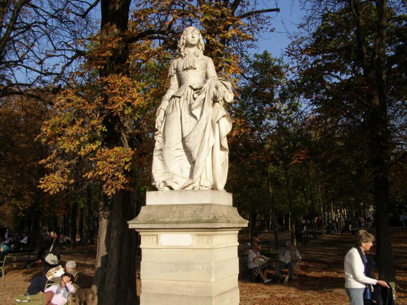 Статуя Анна Марии Луизы Орлеанской в Люксембургском саду. Фото мое.