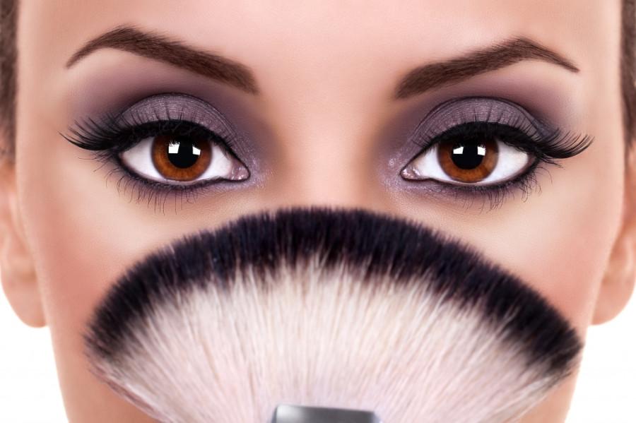 Чтобы сделать глаза женщины привлекательными