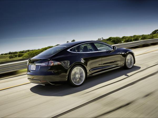 2012-Tesla-Model-S-Motion-1-1920x1440
