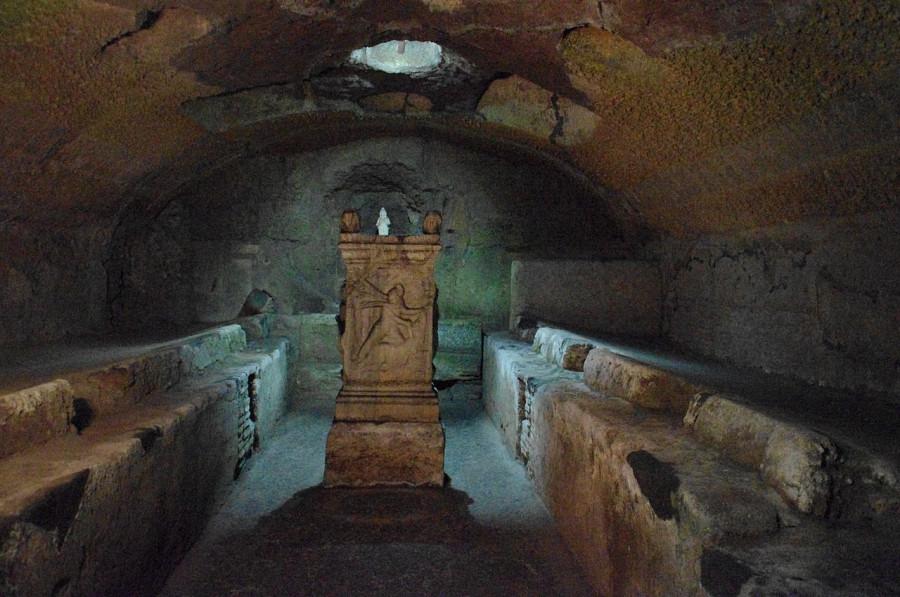 1280px-Mithraeum_San_Clemente_Rom