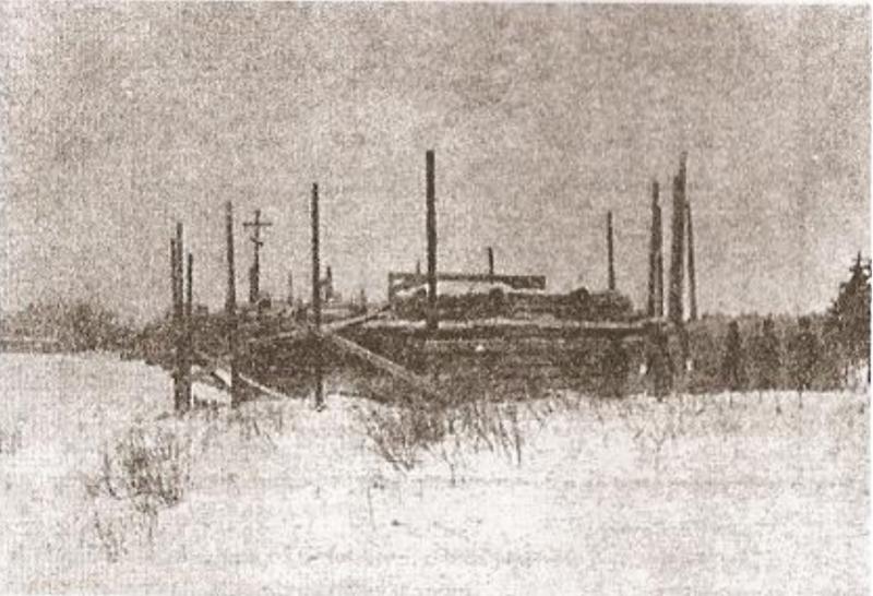 """Вид недостроенной церкви, где были погребены останки Распутина. Фотография из газеты """"Петроградский листок"""", № 108, 1917 год."""