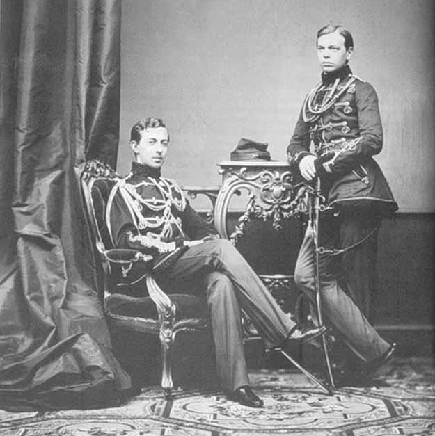 Сыновья Александра II. Цесаревич Николай Александрович - сидит, великий князь Александр Александрович, будущий император Александр III - стоит.