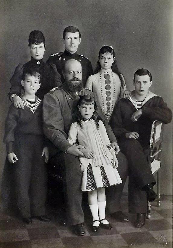 Семья императора Александра III и императрицы Марии Федоровны. Дети по старшинству: Николай, Георгий, Ксения, Михаил, Ольга.