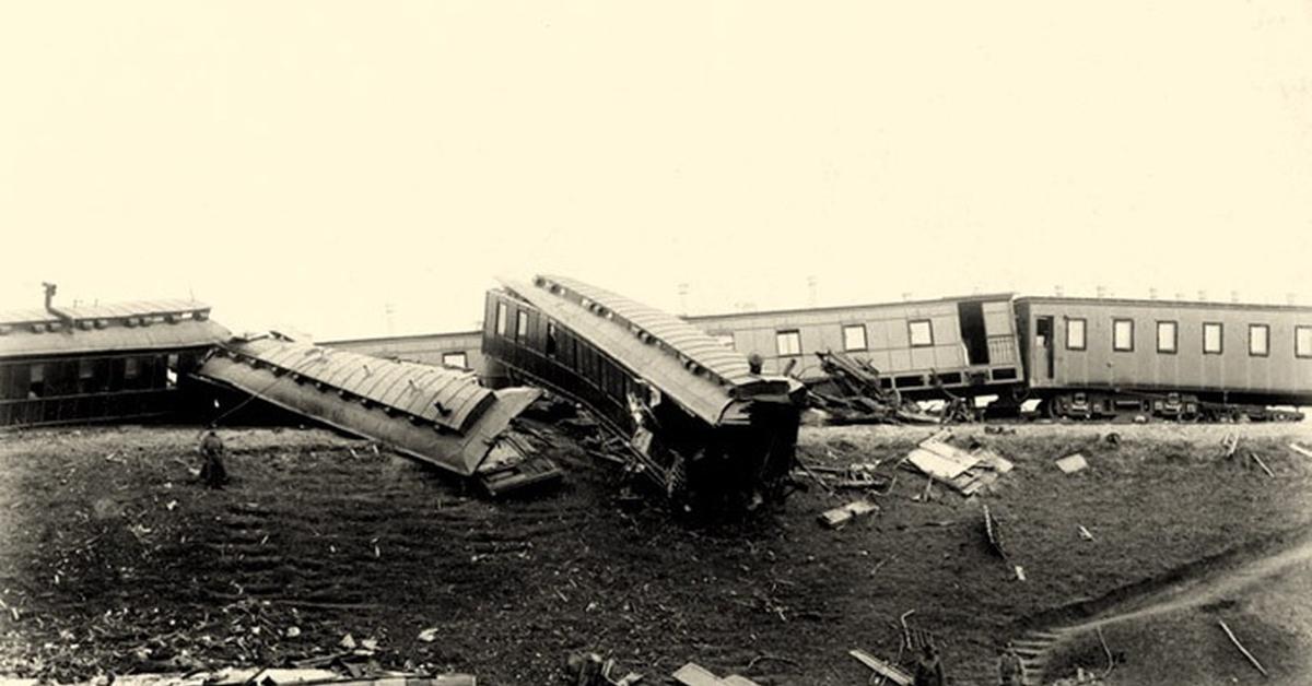 Вид поезда, в котором следовал император Александр III, после крушения 17 октября 1888 года.