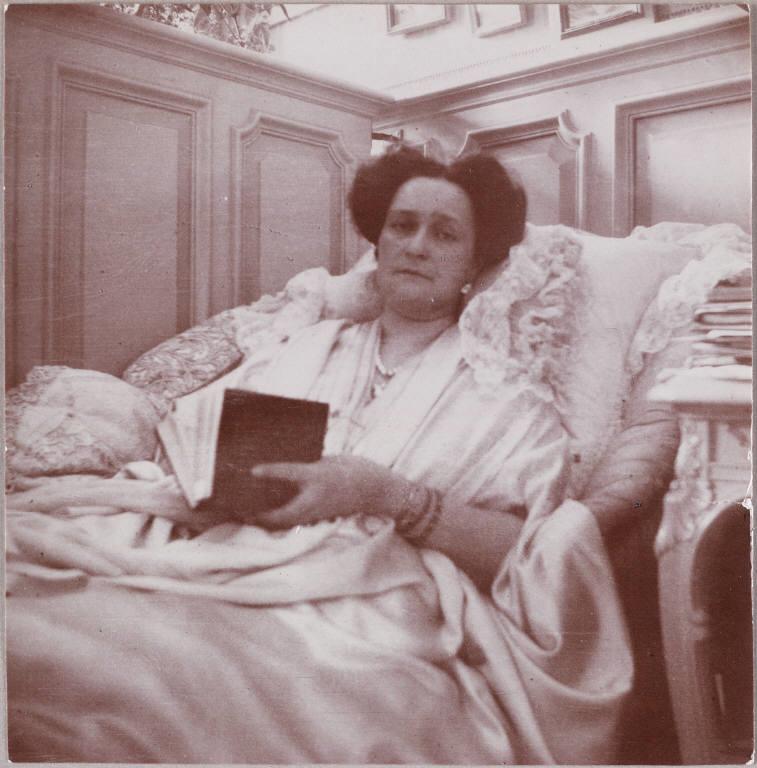 Императрица Александра Федорова во время болезни, а болела она постоянно.