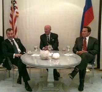 Президент Медведев, бывший госсекретарь Шульц и губернатор Калифорнии Шварценеггер